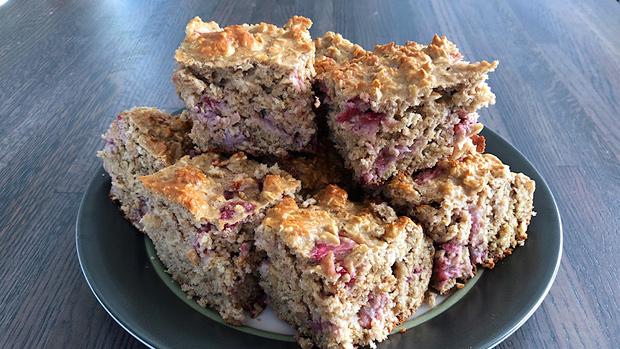 Strawberry Oat Cake